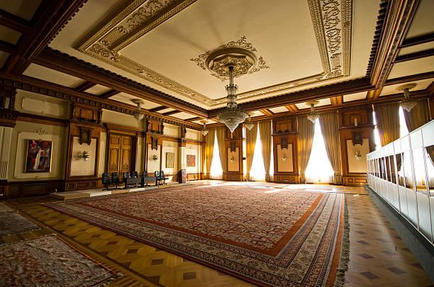 interior of parliament building in bucharest, romania - alten kronleuchter stock-fotos und bilder
