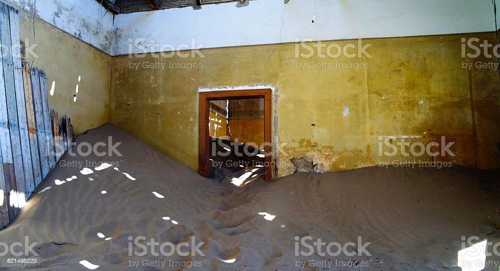 Interior of ruined house in ghost-town Kolmanskop Namibia Lizenzfreies stock-foto