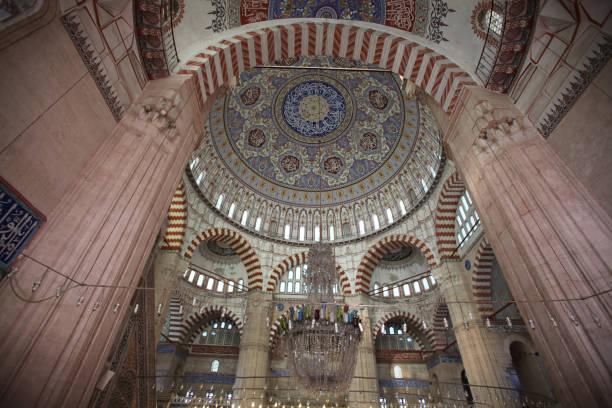 innenraum der selimiye moschee in edirne - selimiye moschee stock-fotos und bilder