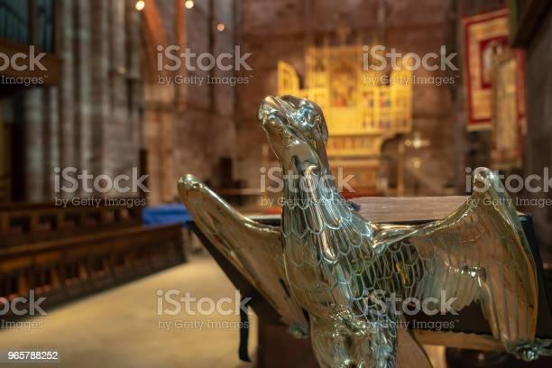 Interior Of Shrewsbury Abbey In Shropshire - Fotografias de stock e mais imagens de Abadia
