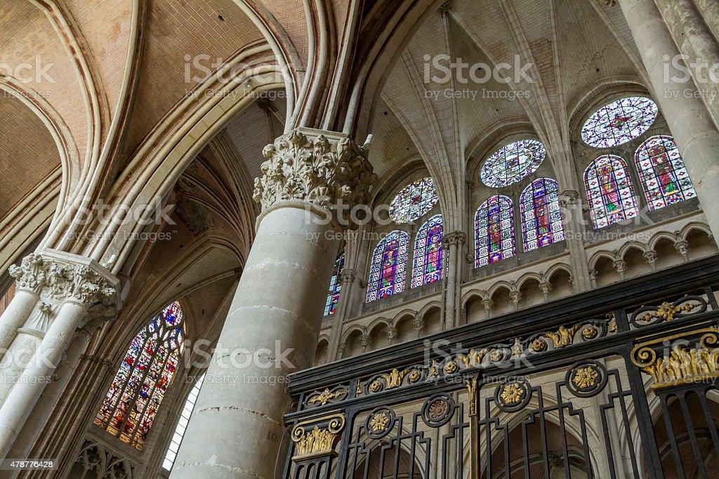 L'intérieur de la cathédrale Saint-Etienne. - Photo