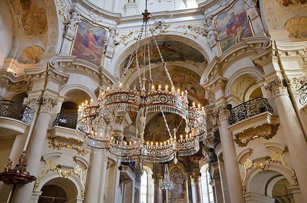 intérieur de l'église saint-nicolas, prague, république tchèque - saint nicolas photos et images de collection