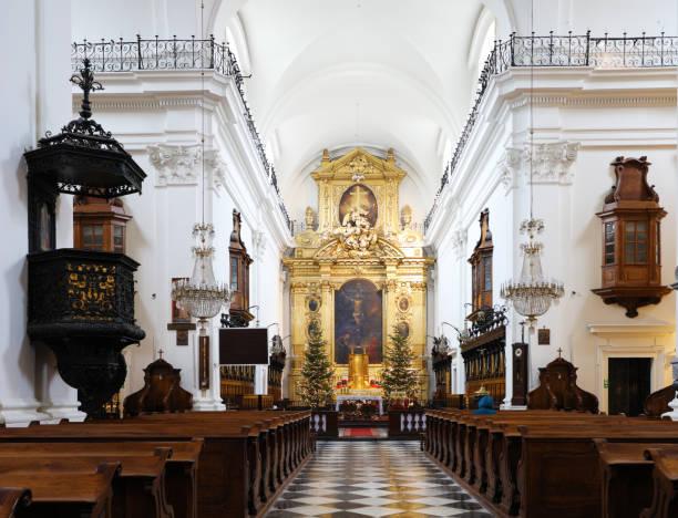 Innenraum der Kirche des Heiligen Kreuzes in Warschau, Polen – Foto