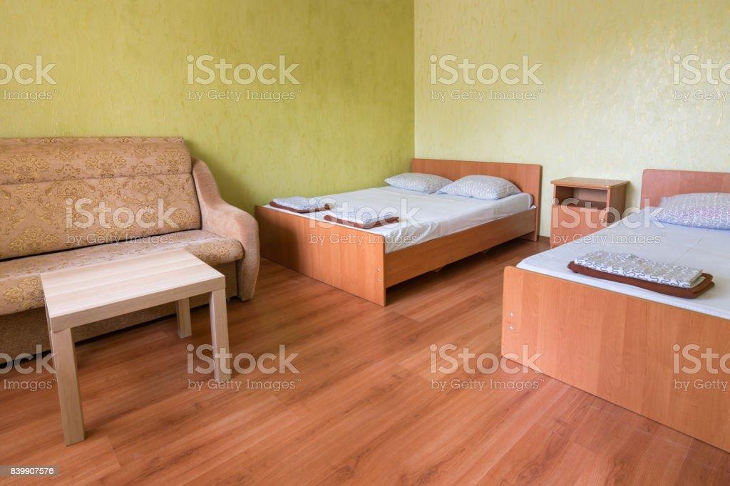 Intérieur de la chambre d'un hôtel avec deux lits - Photo