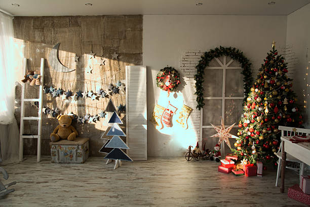 interior of the room with the christmas spruce, - christmas tree stockfoto's en -beelden