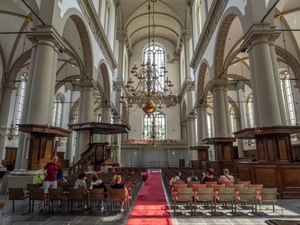 interieur van de kerk van de westerkerk in amsterdam - westerkerk stockfoto's en -beelden
