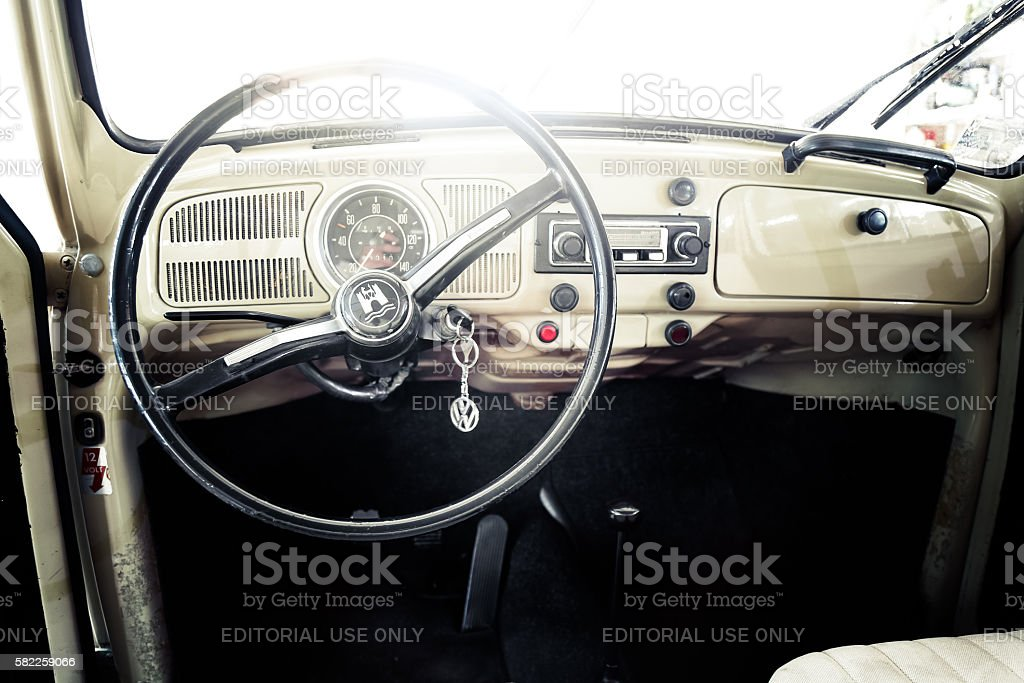 Interior of VW Beetle oldtimer fom 1970 – Foto