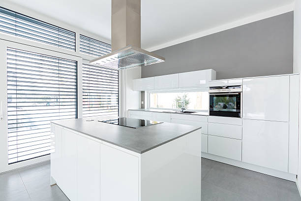 Innenansicht des weißen Küche – Foto