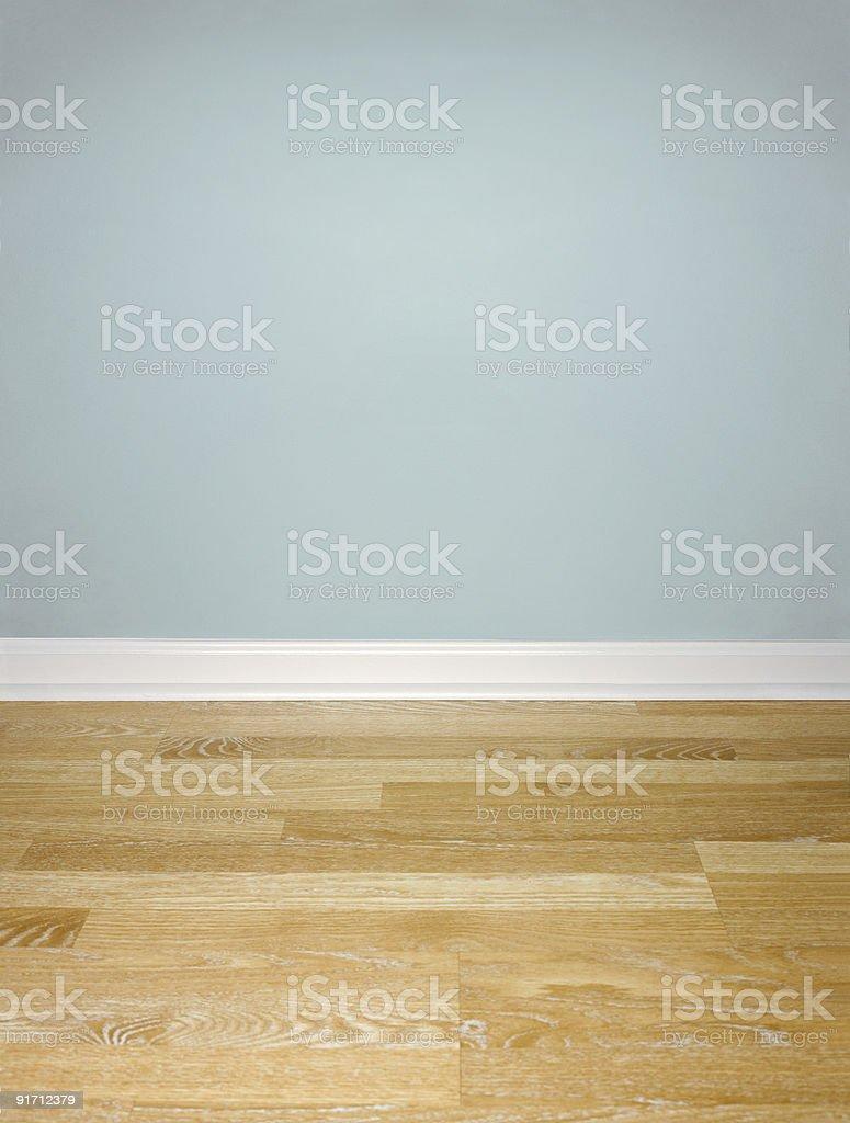 Einrichtung Holz Etage mit blauen Wand und weißer Fußleiste – Foto