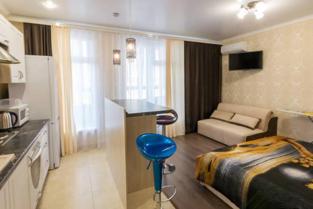 innere kleine studio-apartments - laminat günstig stock-fotos und bilder