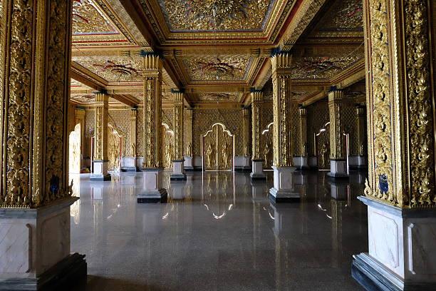 interior temple thai - tron zdjęcia i obrazy z banku zdjęć