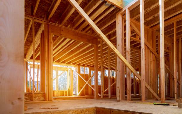 vista interna di una casa in costruzione - costruire foto e immagini stock