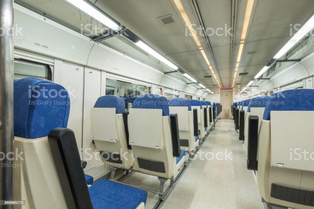 Vista interior de un tren moderno - foto de stock