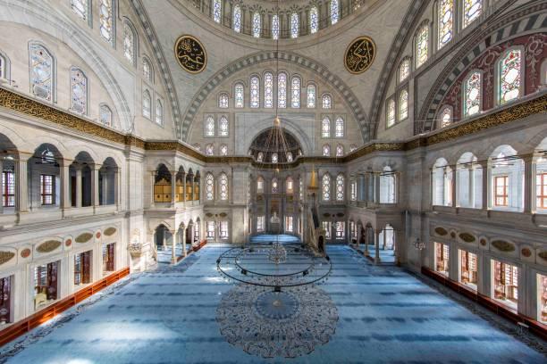 Fatih'teki Nuruosmaniye Camii'nin iç görünümü, İstanbul, Türkiye stok fotoğrafı