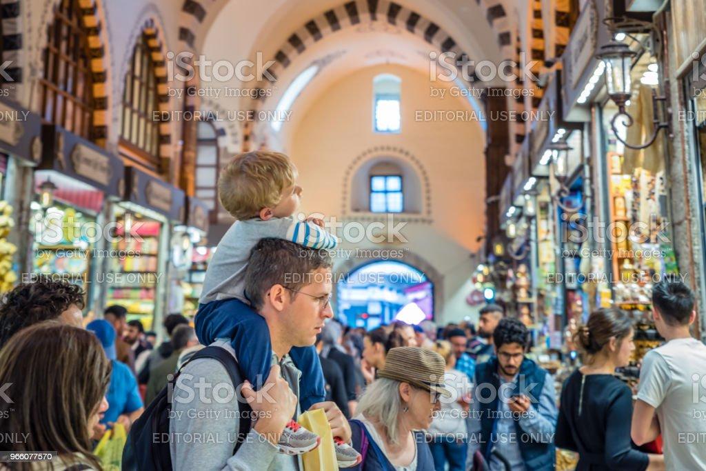 Interiör bild av Spice eller egyptiska basaren i Istanbul - Royaltyfri Affär Bildbanksbilder