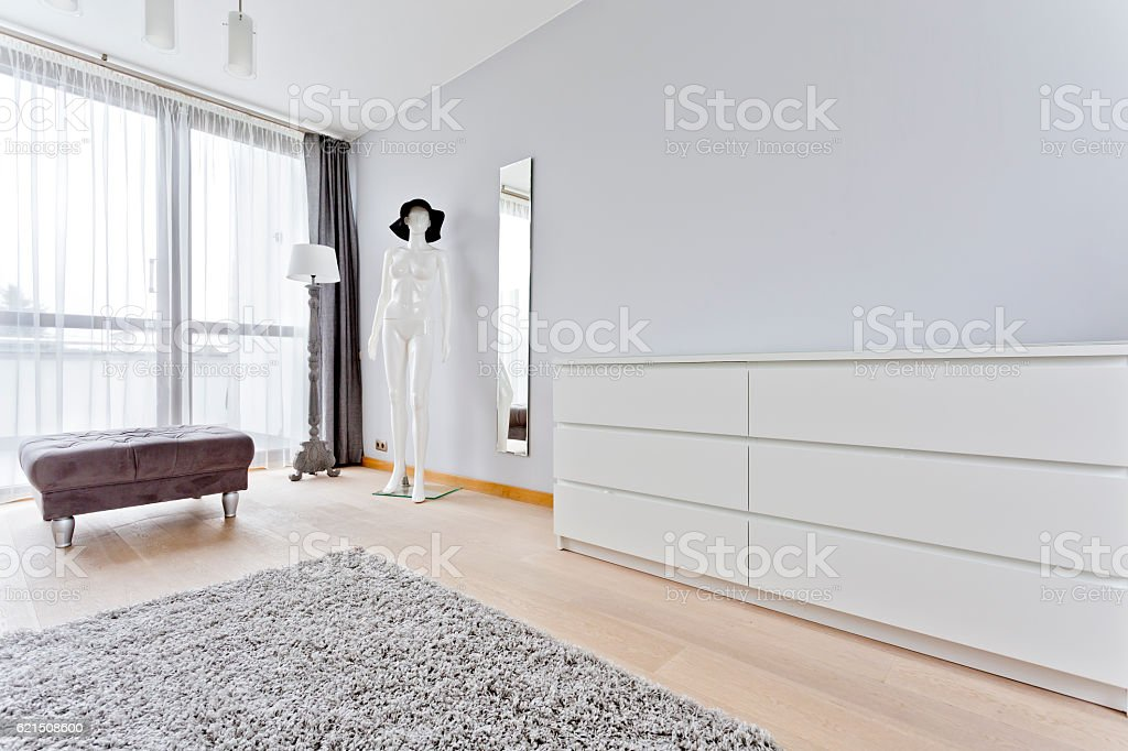 Interior with stylish pouf, simple commode and manikin foto stock royalty-free
