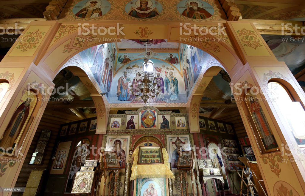 Interior Wooden Orthodox church in Moscow, Russia foto de stock libre de derechos