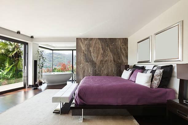 innenausstattung, luxus schlafzimmer - badewannenkissen stock-fotos und bilder