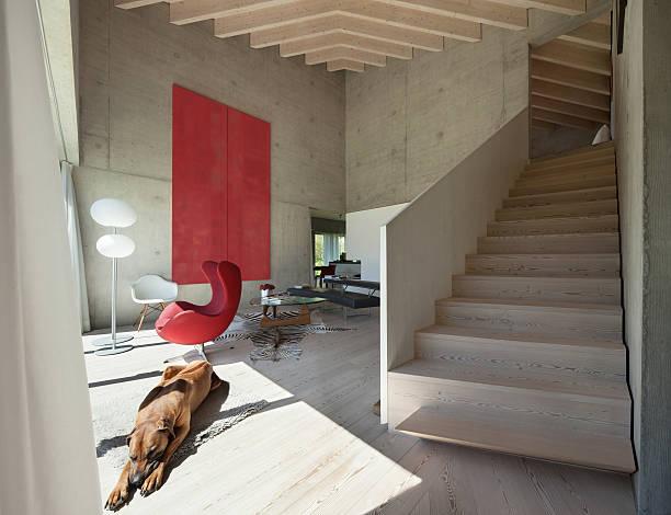 , moderne wohnzimmer interieur  - bild wandtreppe stock-fotos und bilder