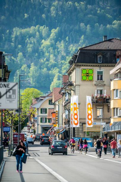 interlaken straßen, schweiz - hotel bern stock-fotos und bilder