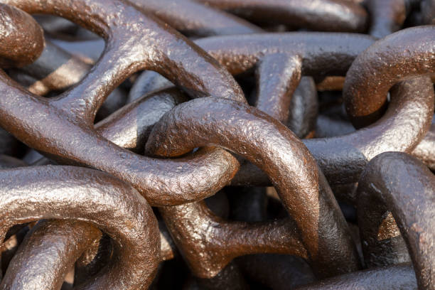 Formschlüssige Verbindungen in einer sehr großen Metall Eisenkette - Nahaufnahme Detail Textur – Foto