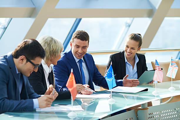 international business meetings - britische politik stock-fotos und bilder