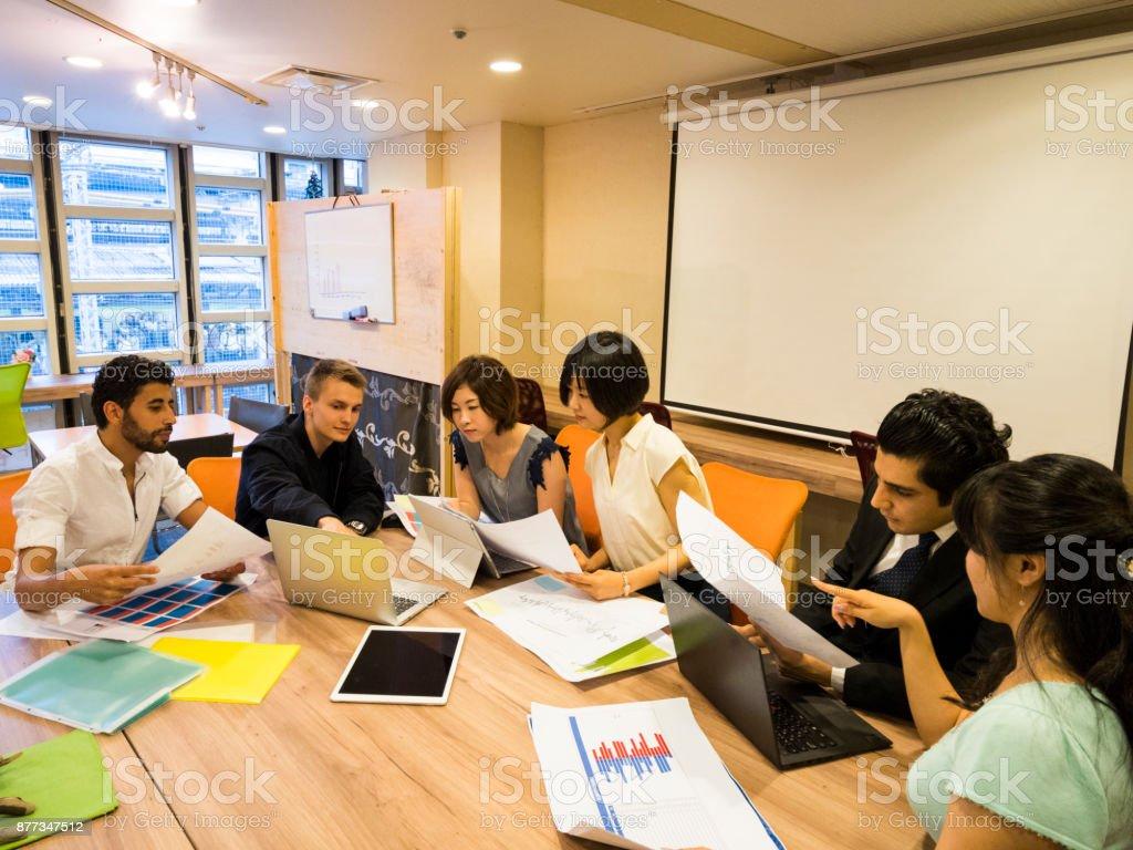 国際的なビジネスミーティング ストックフォト