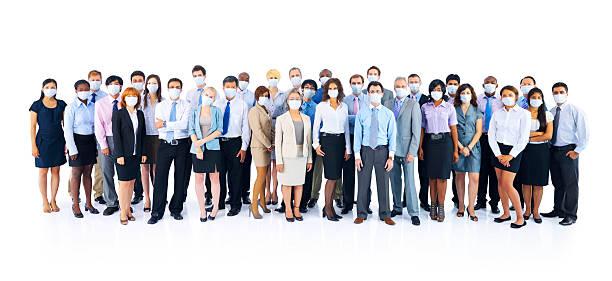 team di business internazionale indossando maschera protettiva - febbre russa foto e immagini stock