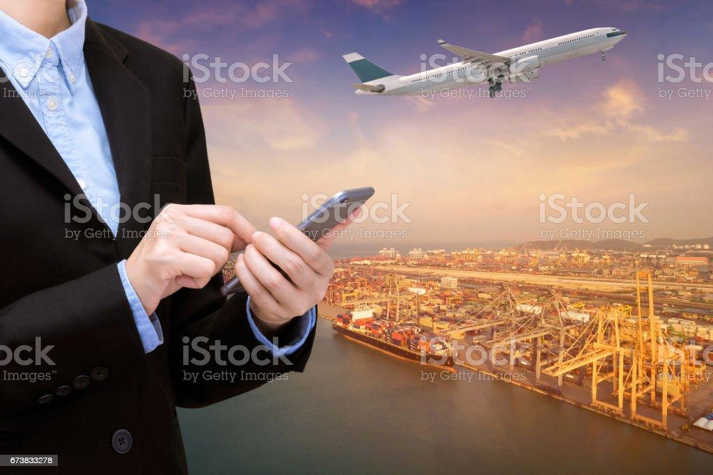Entreprise de transport commercial international et de la logistique industrielle avec fond de concept de technologie intelligente photo libre de droits