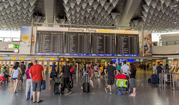 international frankfurt airport - luchthaven frankfurt am main stockfoto's en -beelden