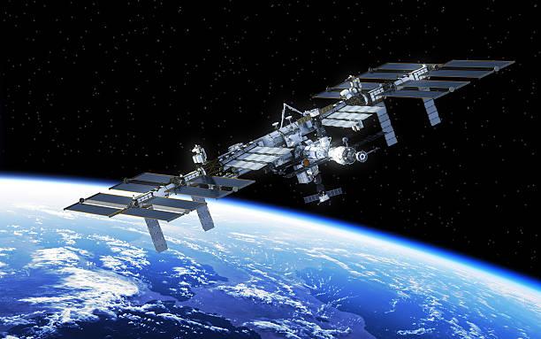 stazione spaziale internazionale in orbita terra - esplorazione spaziale foto e immagini stock