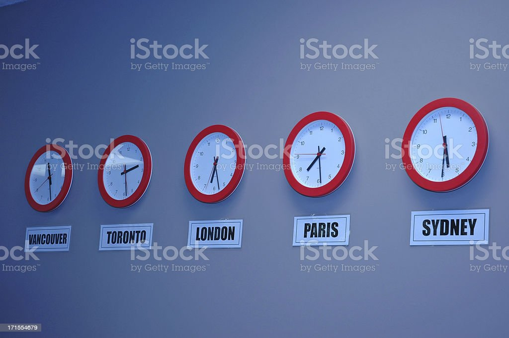 be025950d27c Reloj De Tiempo Internacional Foto de stock y más banco de imágenes ...