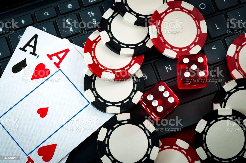 Internet-Casino und Online-Glücksspiel-Konzept – Foto