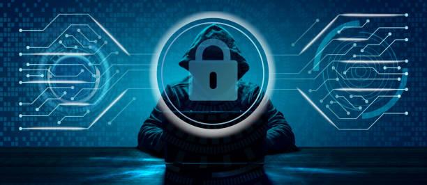 Internet suç kavramı. Hacker karanlık dijital arka planda bir kod üzerinde çalışıyor stok fotoğrafı