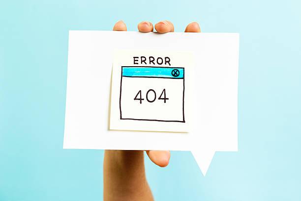 internet-fehler 404-seite nicht gefunden auf blauem hintergrund - fehlermeldung stock-fotos und bilder