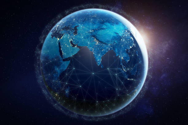Internet-Netzwerk für schnellen Datenaustausch rund um den Planeten Erde aus dem Weltraum, globales Telekommunikationssatellitennetz auf der ganzen Welt für IoT, mobiles Web, Finanztechnologie, 3D-Rendern, Elemente der NASA – Foto