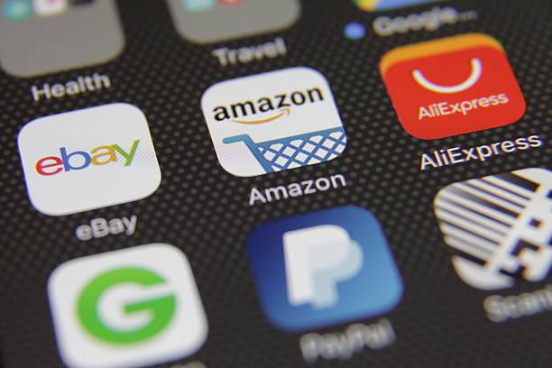 internet lo shopping commercio elettronico applicazione - paypal foto e immagini stock