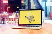 istock Internet shopping with laptop 899198454
