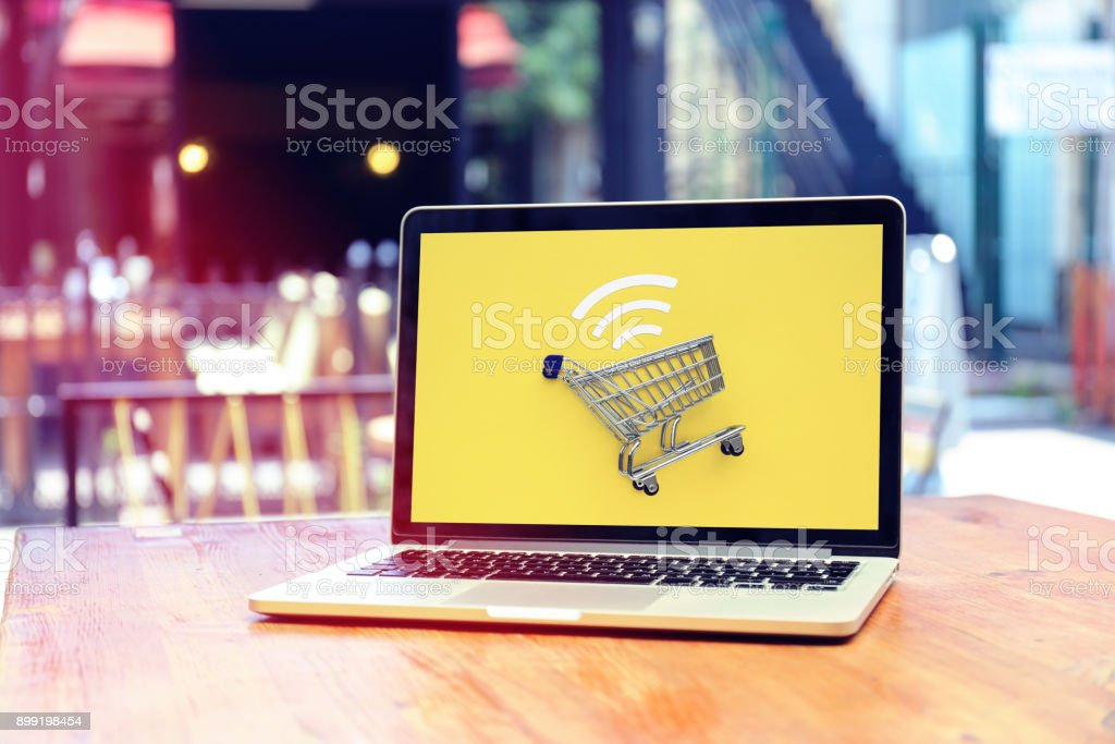Internet-shopping mit laptop – Foto