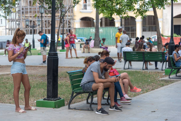 Internetzone in Havanna. Kuba. – Foto