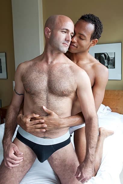 intimista gay casal - vertical - fotografias e filmes do acervo