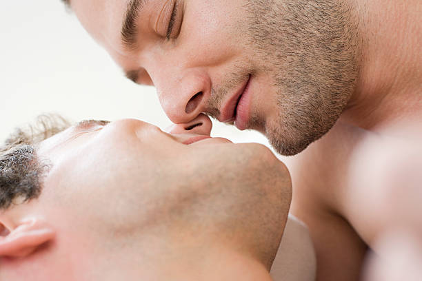 couple gay en petit comité - Photo