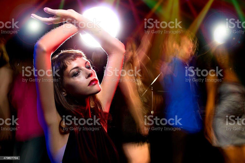 Betrunkene Frau in einem Nachtclub – Foto