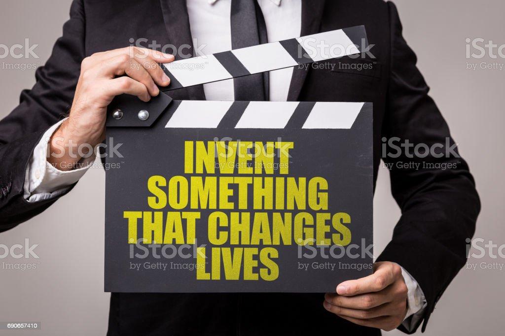 Inventar algo que muda vidas - foto de acervo