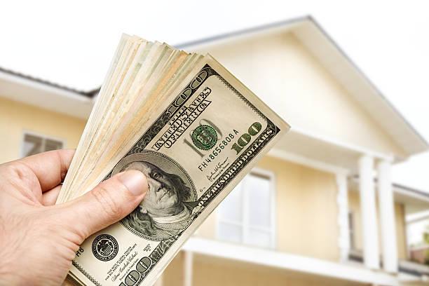 инвестируйте в дом - dollar bill стоковые фото и изображения