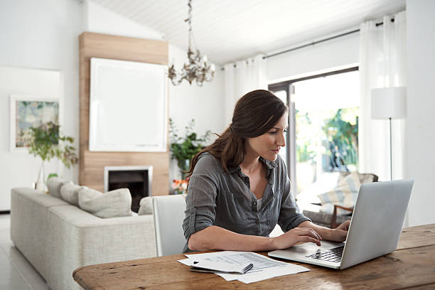 invertir en buenos hábitos de finanzas domésticas - accesorio financiero fotografías e imágenes de stock