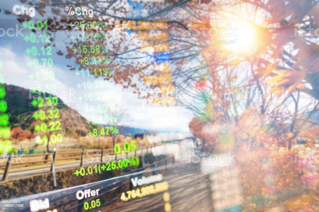 Инвестиционно-банковская тема с горой Фудзи и озером Кавагутико утром, осенью сезоны горы Фудзи в яманати в Японии. - Стоковые фото Азия роялти-фри