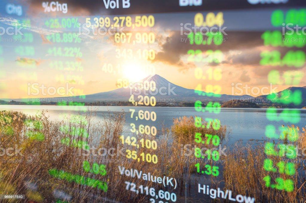Investeringen en bancaire thema met Fuji-berg en Kawaguchiko meer in de ochtend, herfst seizoenen Fuji mountain yamanachi in Japan. - Royalty-free Accountancy Stockfoto