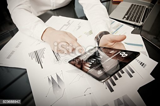 533699494istockphoto Investment manager working process.Photo trader work market report modern 523688942