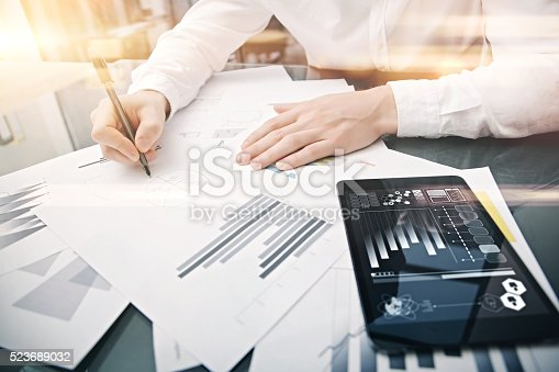 533699494istockphoto Investment manager working process.Picture trader work market report modern 523689032